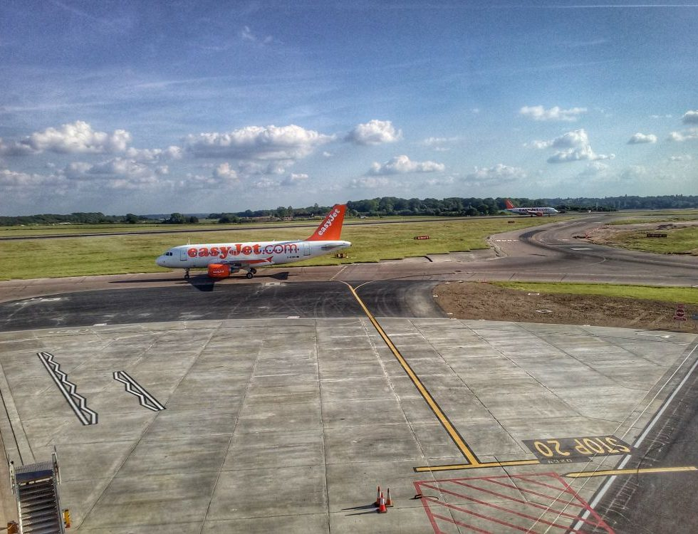 london luton airport easyjet